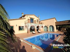Houses (villa / tower), 400.00 m², 5 bedrooms, near bus and train