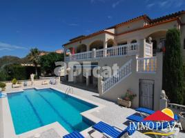 Houses (villa / tower), 2000.00 m², 7 bedrooms