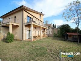 Houses (villa / tower), 363.00 m², near bus and train, almost new