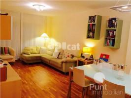 For rent flat, 100 m², almost new