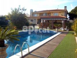 Houses (detached house), 633 m², near bus and train, almost new,  (Vilafortuny)