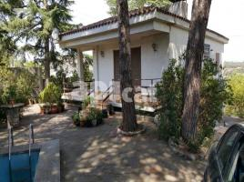Houses (villa / tower), 236.00 m², near bus and train