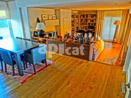 For rent flat, 170 m², near bus and train