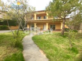 Houses (detached house), 260 m², near bus and train