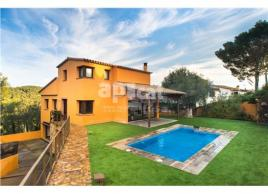 Detached house, 311.85 m², almost new