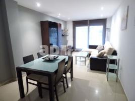 For rent flat, 119 m², near bus and train