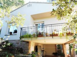 Houses (villa / tower), 260.00 m², near bus and train