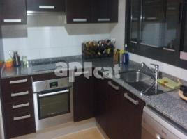 Flat, 75.00 m², near bus and train, almost new