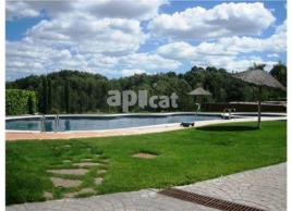 Detached house, 292 m², almost new