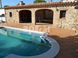 Houses (villa / tower), 325.00 m², near bus and train