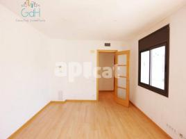 Flat, 68 m², near bus and train