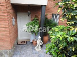 Houses (detached house), 239 m², near bus and train, almost new