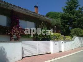 Houses (detached house), 710 m², near bus and train