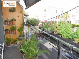 Flat, 81 m², near bus and train, almost new, Zona 1