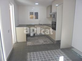 For rent flat, 115 m², near bus and train