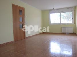 Flat, 71 m², near bus and train, almost new