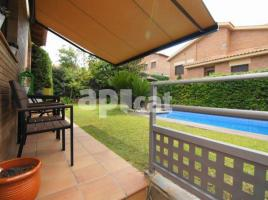Houses (villa / tower), 377.00 m², near bus and train, almost new