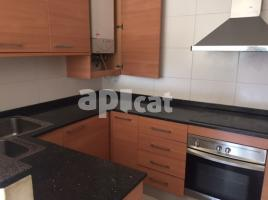 Flat, 140 m², near bus and train, almost new