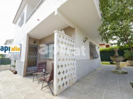 Houses (detached house), 215.00 m², near bus and train