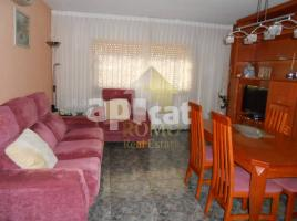 Flat, 90 m², near bus and train